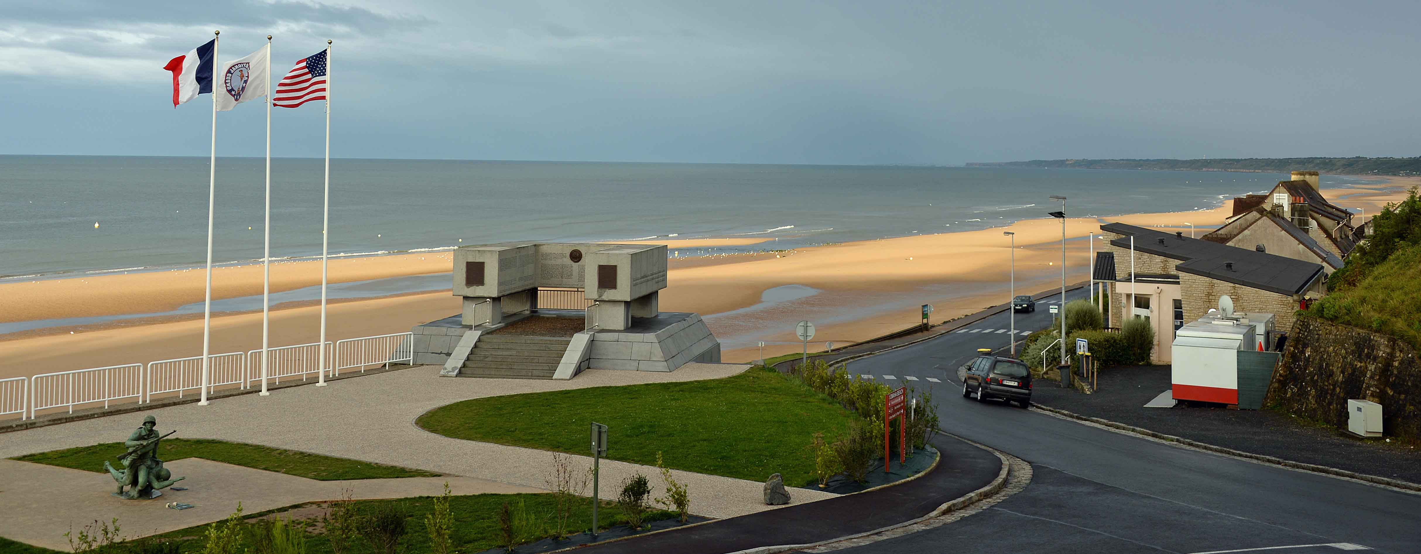 omaha beach Hotel restaurant 3 étoiles et 3 cheminées sur la plage d'omaha beach face à la mer, un lieu historique incontournable.