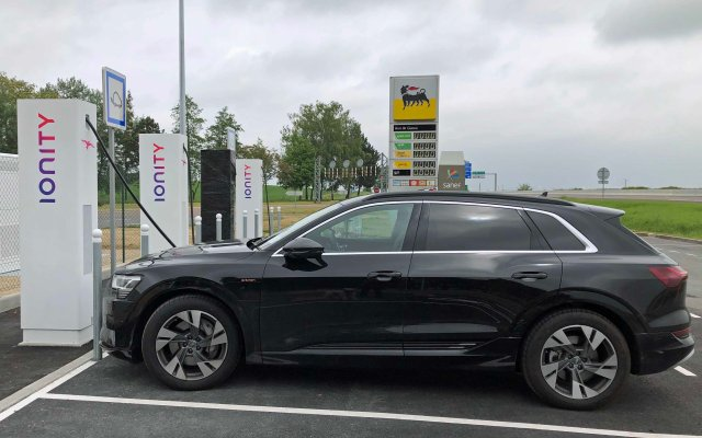 e-tron charging using an Ionity pump at Geuex, France
