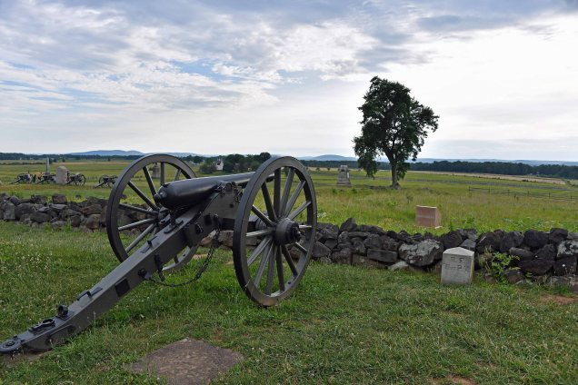 Cannon facing from Hancock Drive to the tree at the Angle on Cemetery Ridge